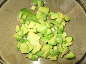 salat-s-seldyu-i-avokado-3