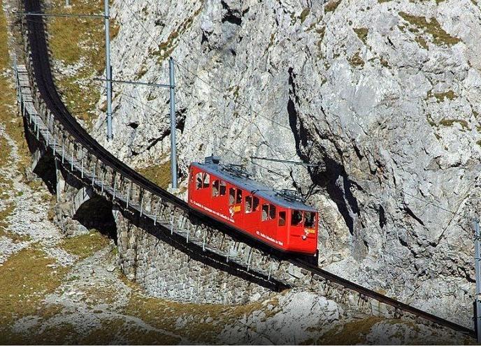 железная дорога Pilatus  в горах Швейцарии